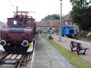 Das Bahnhofsgebäude gleisseitig. Foto A. Hauschild