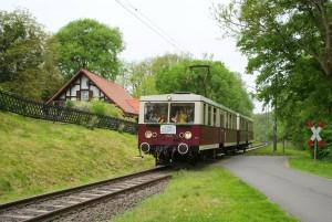 """Die Elektrische am Bü """"Grohmanns Mühle"""". Foto: D.Gottschalk"""