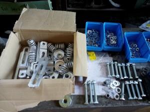 Kleinteile und aufgearbeite Bremsteile