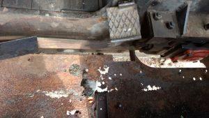 durchgerostetes Bodenblech im Fahrerhaus